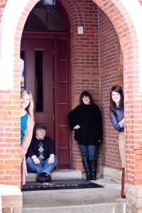 Famous Four in Door