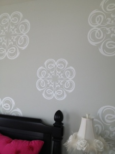 Stenciling is Back?  I see wallpaper too.  Stenciling is much easier to remove...resale value, resale value!