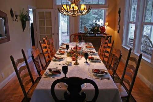 classy-thanksgiving-dinner-table-on-dining-room-with-thanksgiving